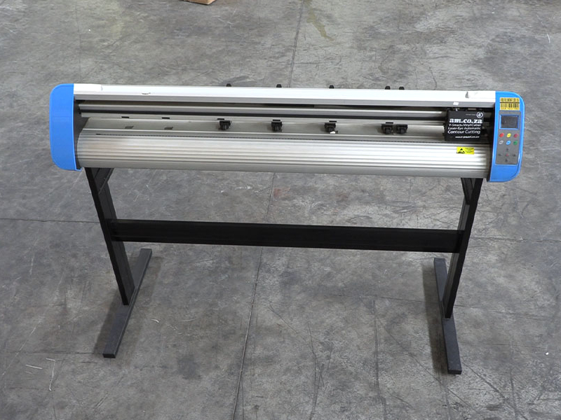 V3-748L V-Smart Contour Cutting Vinyl Cutter 740mm Working Area, plus VinylCut Software