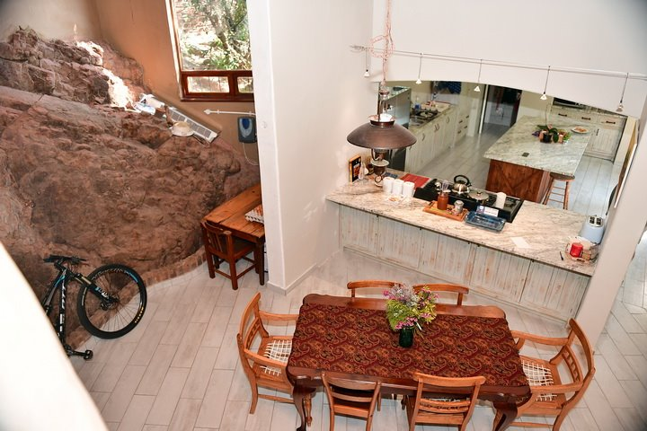 Awesome House for sale in Florauna