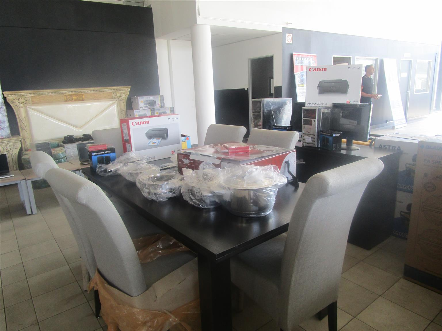 Various kitchen items on auction