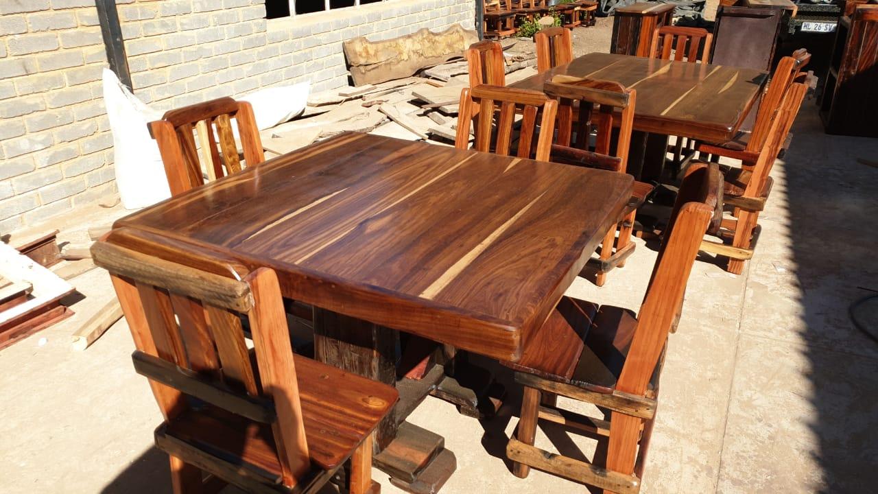 Sleeper meubels 4sit R4500  / 6sit  R6900