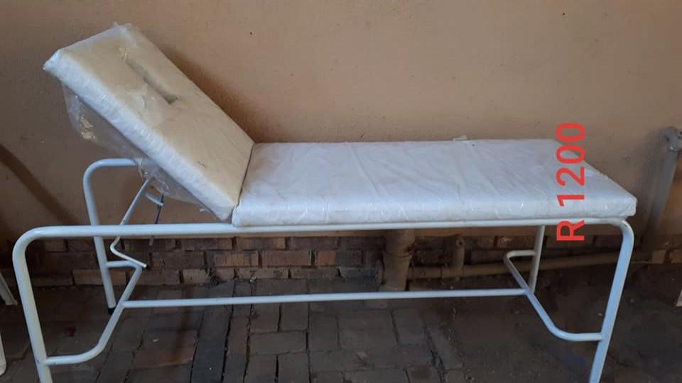 WHITE SALON BED FOR SALE
