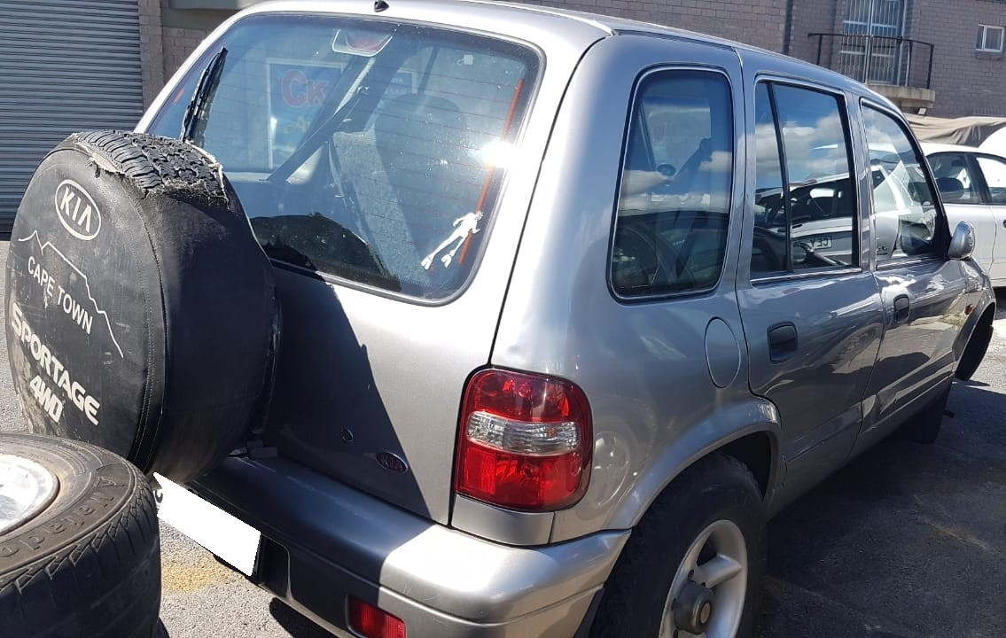 Kia Sportage 2.0 4WD SUV 2000 stripping for spares.