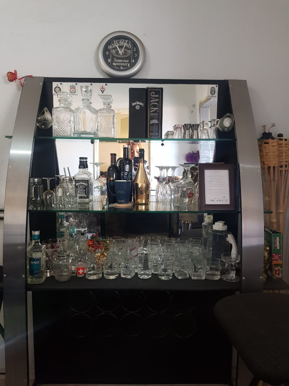Complete bar with 3 stools bargain
