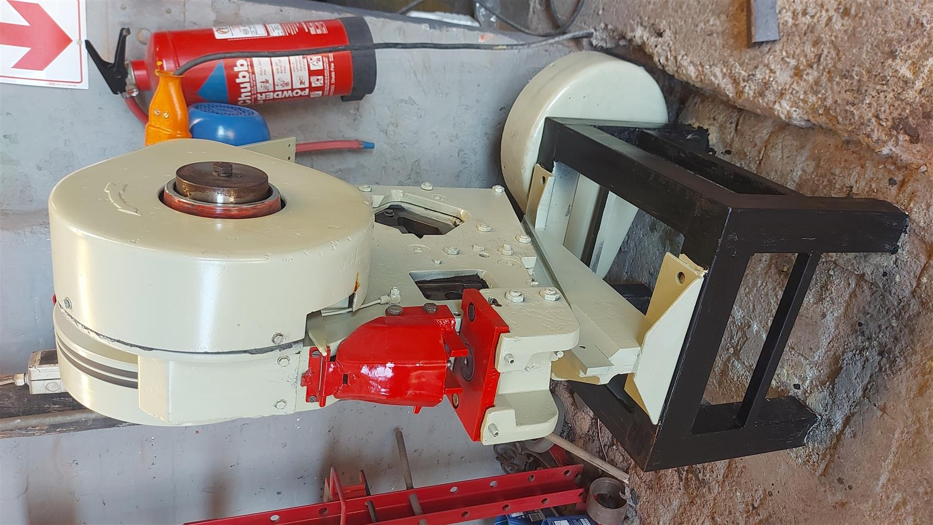 Mubea  21 Ton  R 18 000  Used cropper/ punch Iron worker  380 v /3 phase  Punch