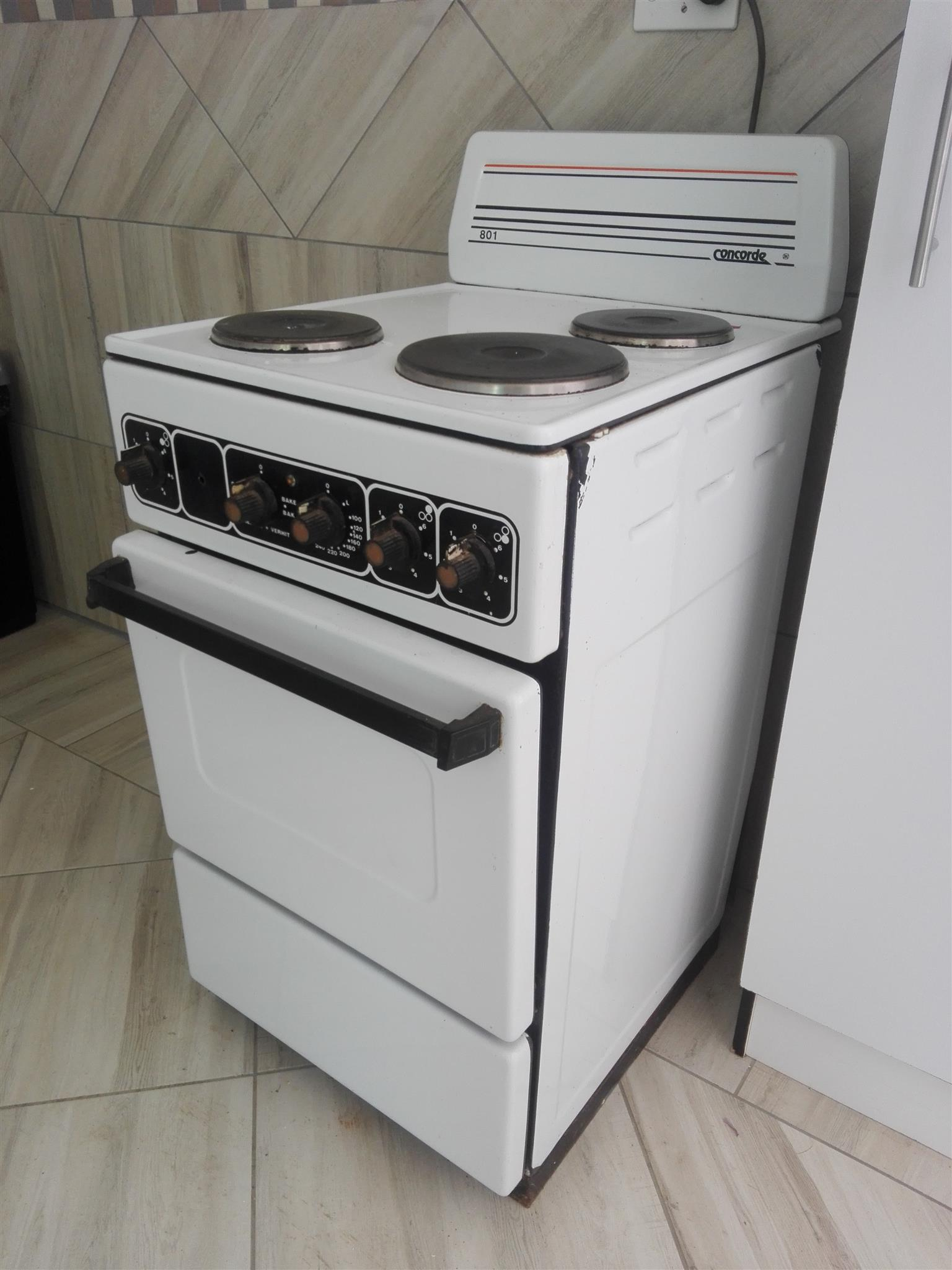 Electric stove and oven