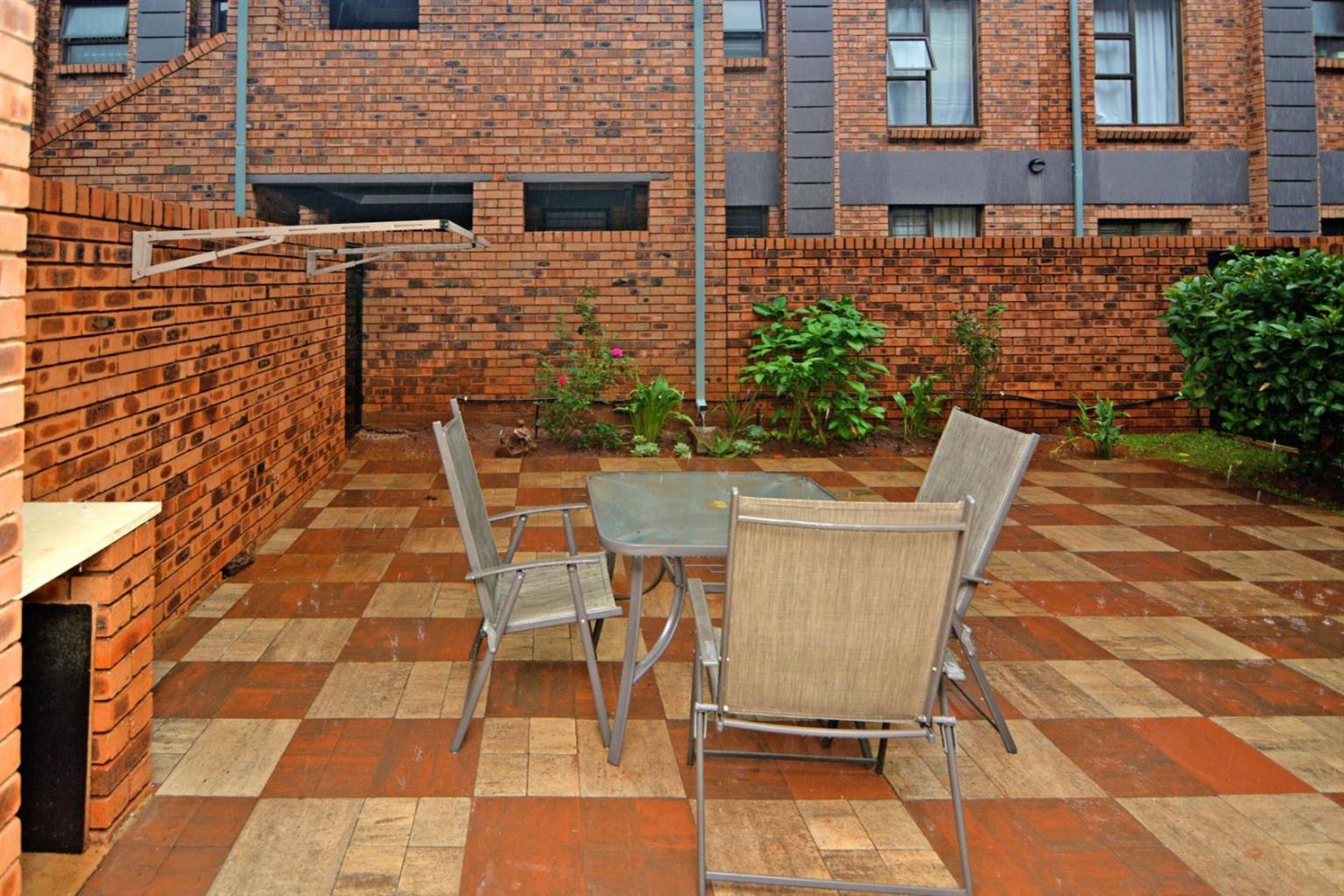 Townhouse For Sale in RAVENSWOOD