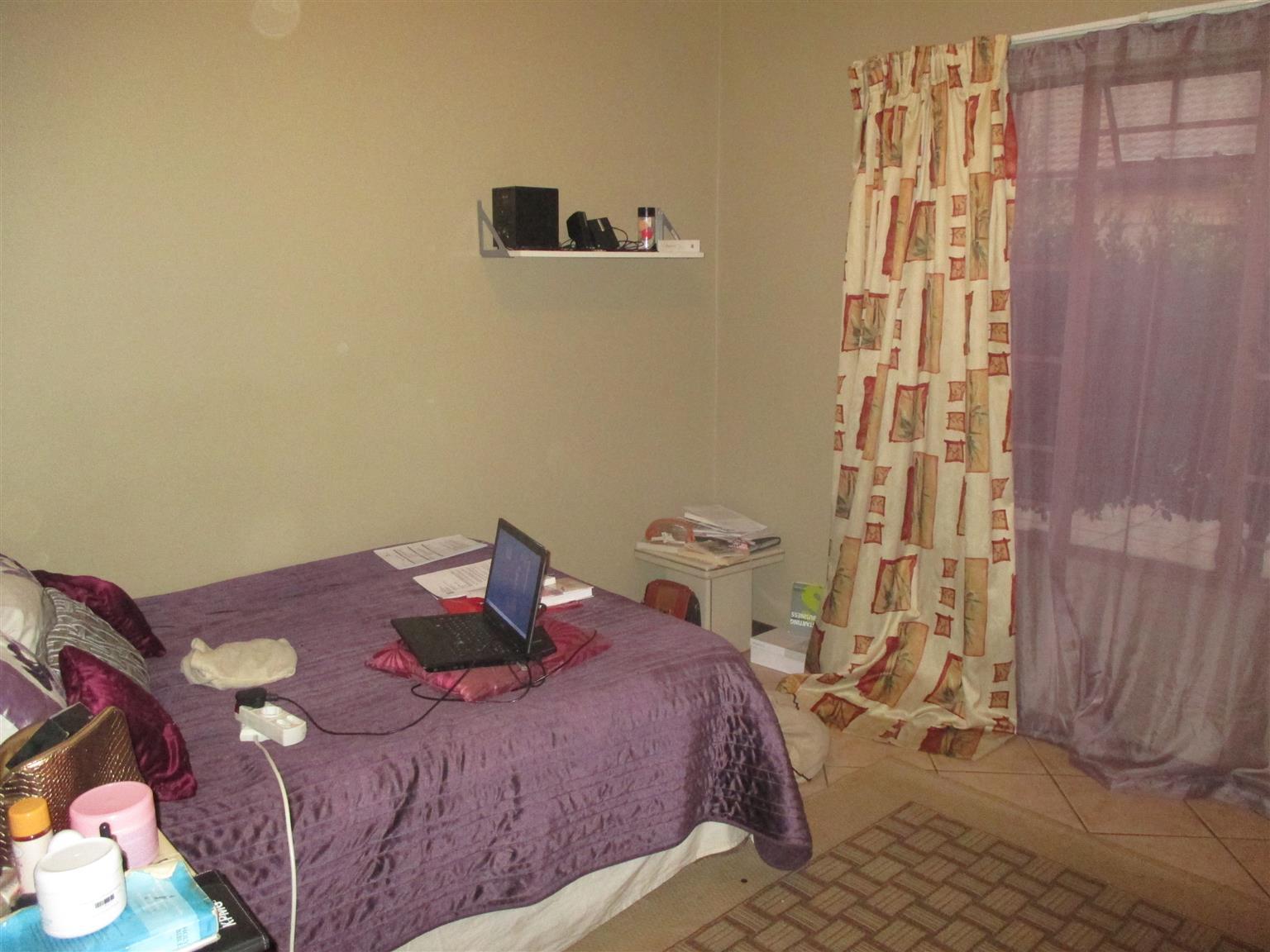 EQUESTRIA: SPACIOUS 3 BEDROOM, 2 BATHROOM, LOOSE STANDING SIMPLEX FOR SALE