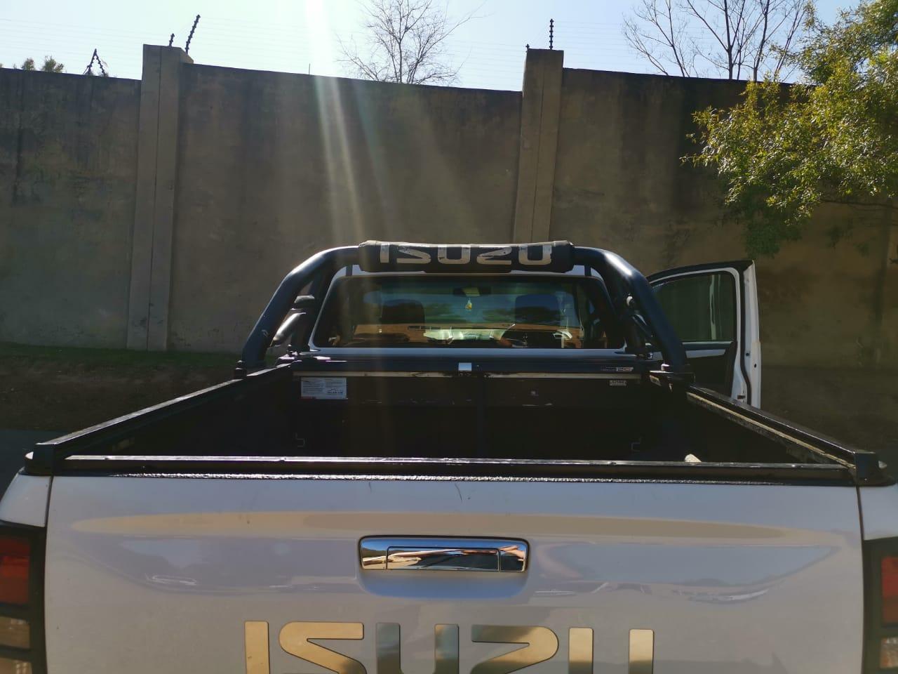 Ex cab Securi-lid with original Isuzu rol bar and cover for 2017 Isuzu