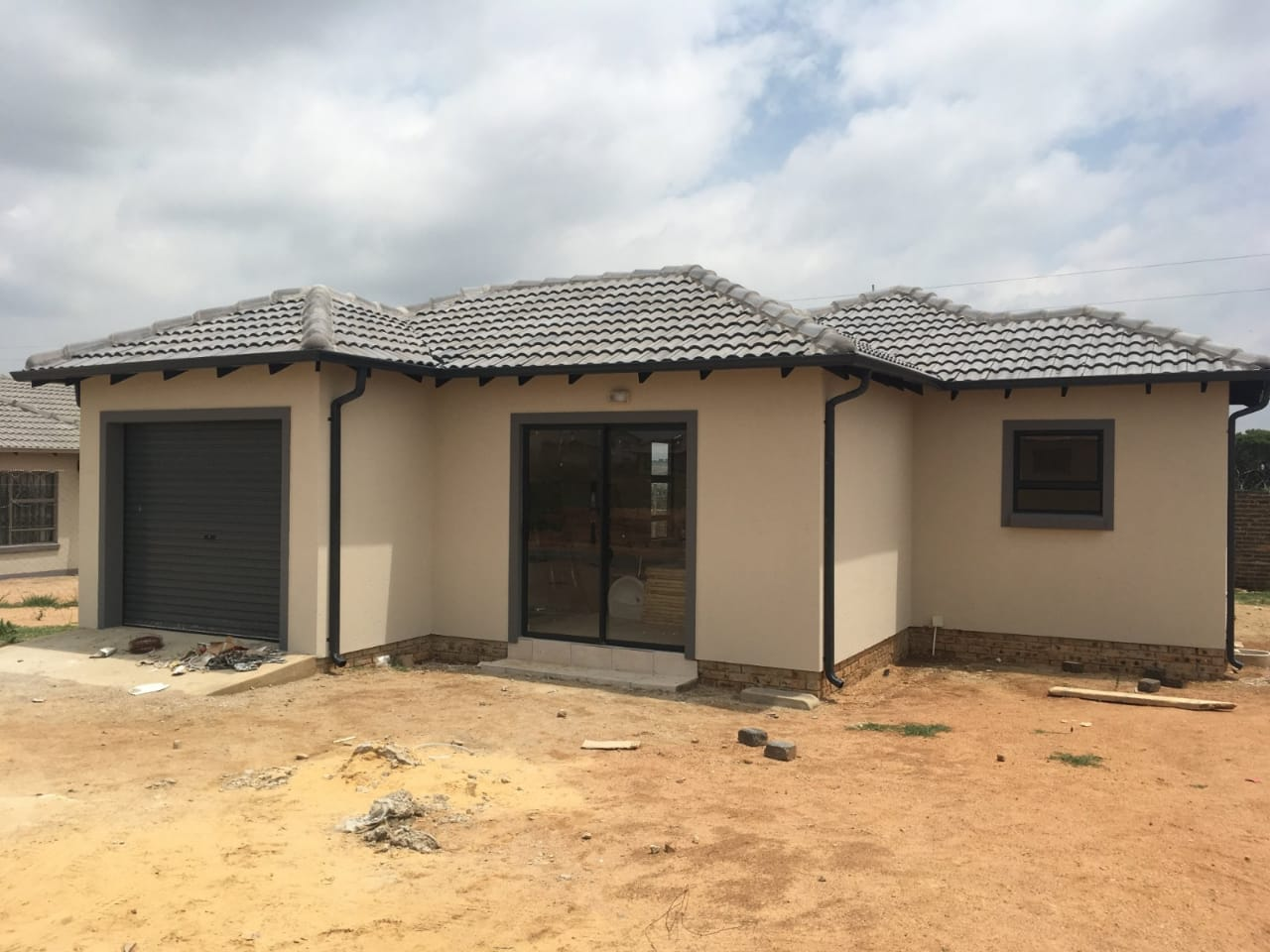 Houses in Midrand/Jhb exiting/New
