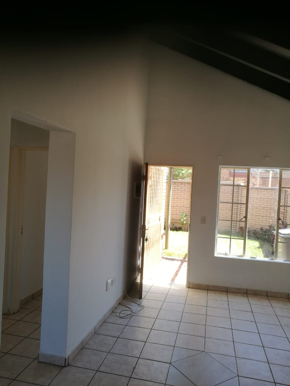 2 bedroom flat for rent in Midrand - newly renovated