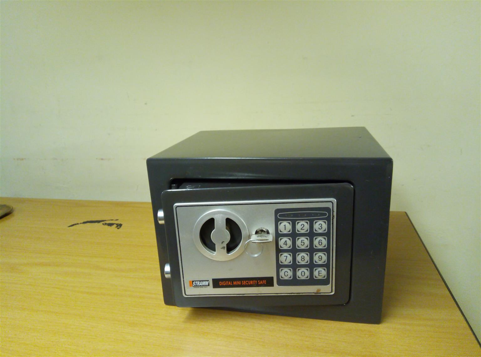Mini Digital Safe