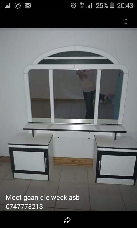 Black and white dresser/ wit en swart spieelkas