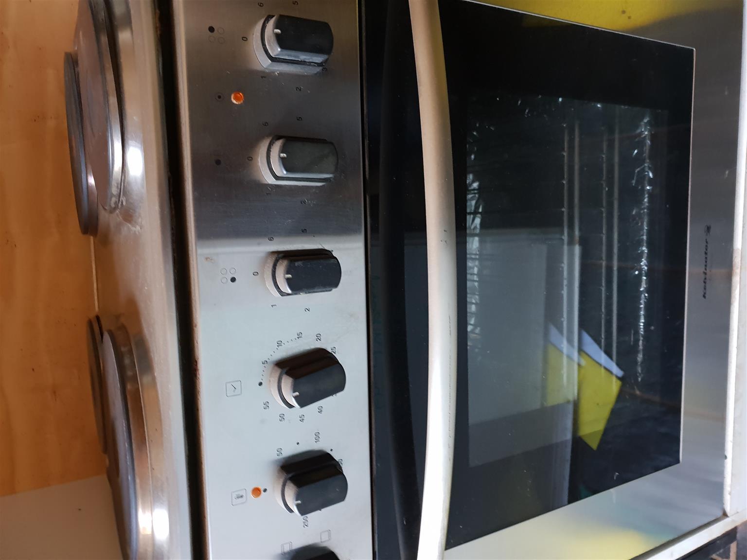 Kelvinator slimline hob and oven.
