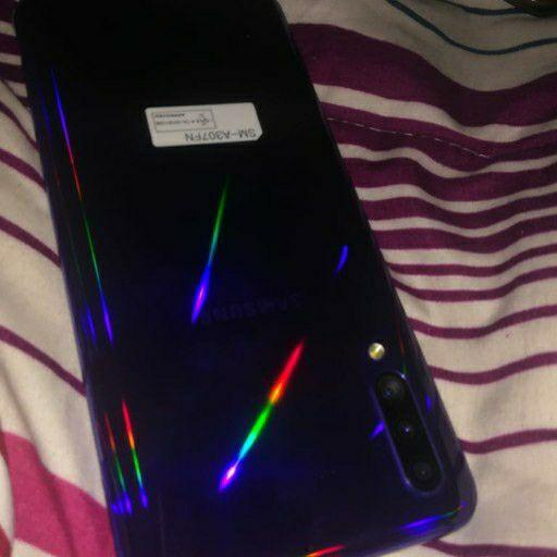 selling my phone still new