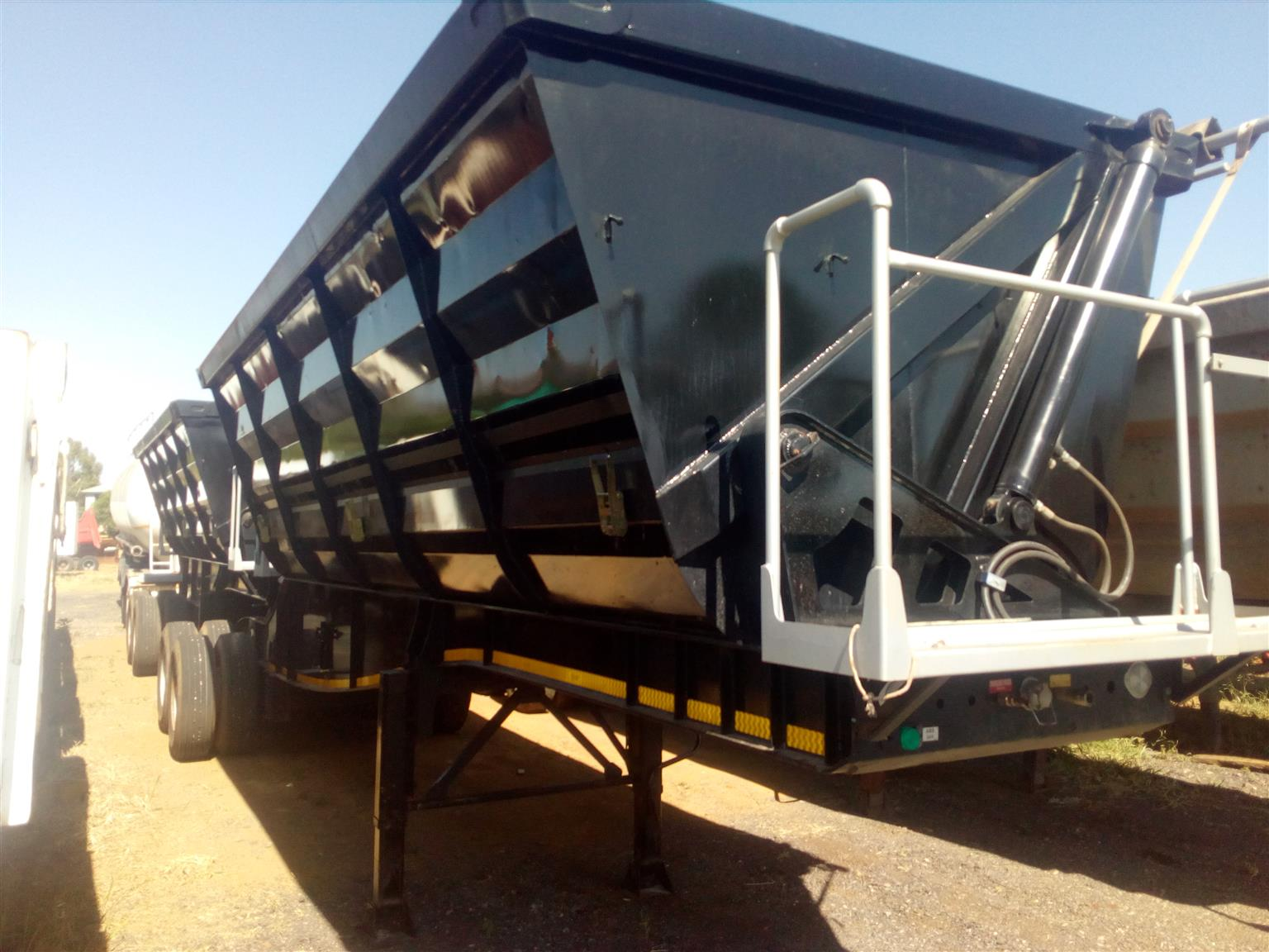 Paramount side tipper 2019