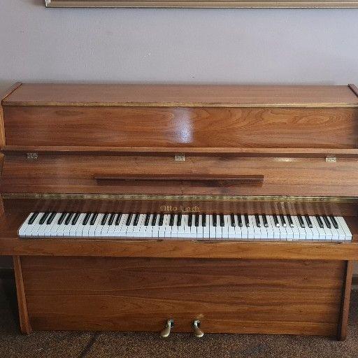 1971 Otto Bach Piano in excellent condition