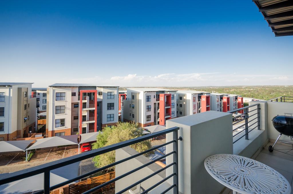 Fourways - Upmarket 2 bedrooms 2 bathrooms 2nd floor apartment available R8800