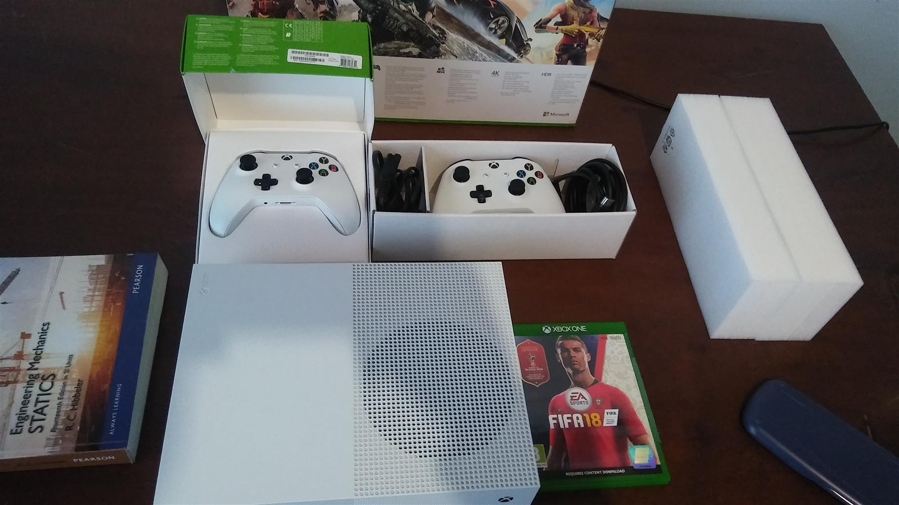 Xbox One S 500gb Plus Fifa 18 And 2 Controllerswhole Bundle Sony Ps4 Dvd 2015 Month Old