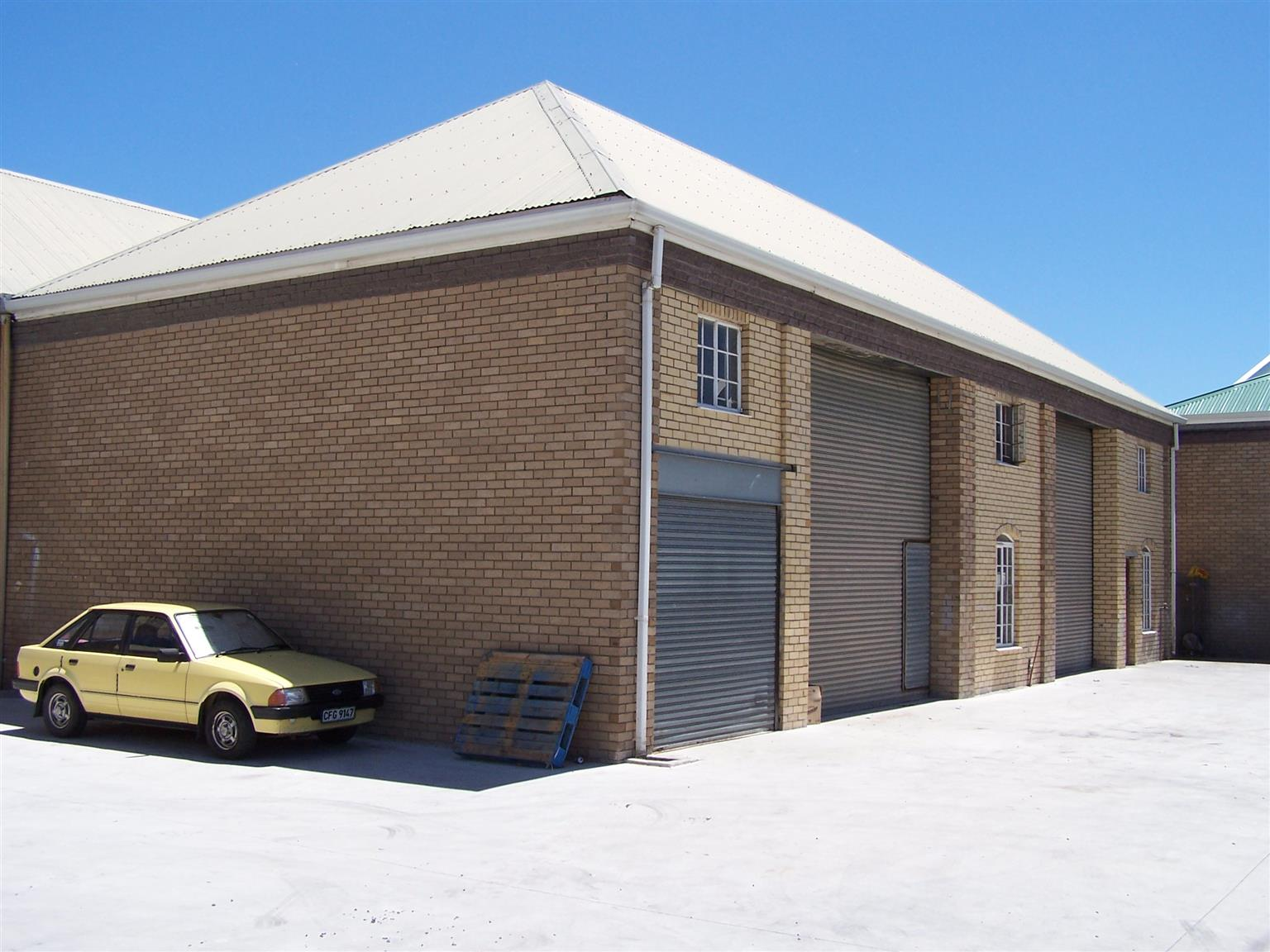 Workshop with storeroom and gallery available for rent in Montague Gardens.