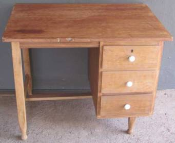 Small wooden desk with 3 drawers