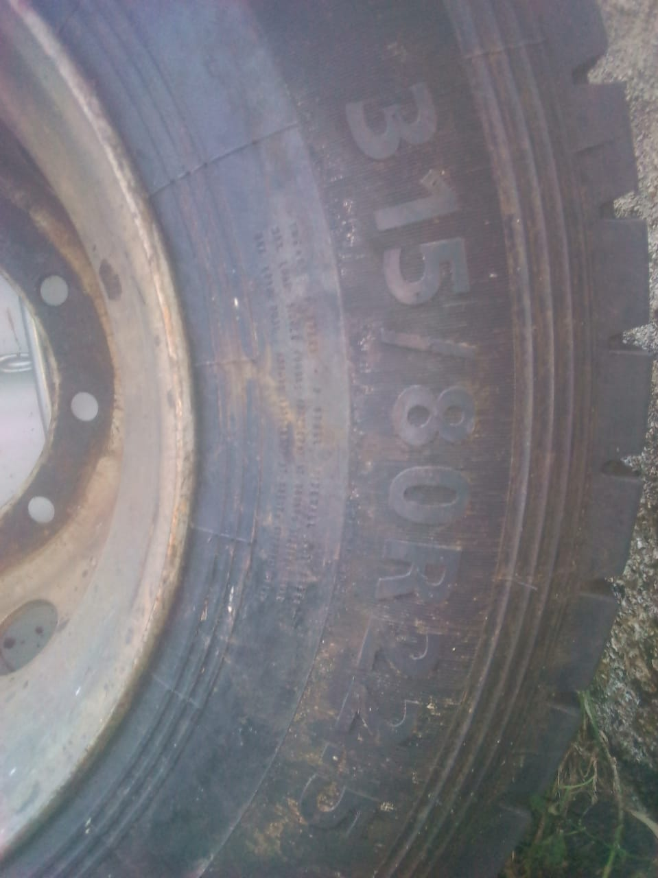 Truck tyre for sale