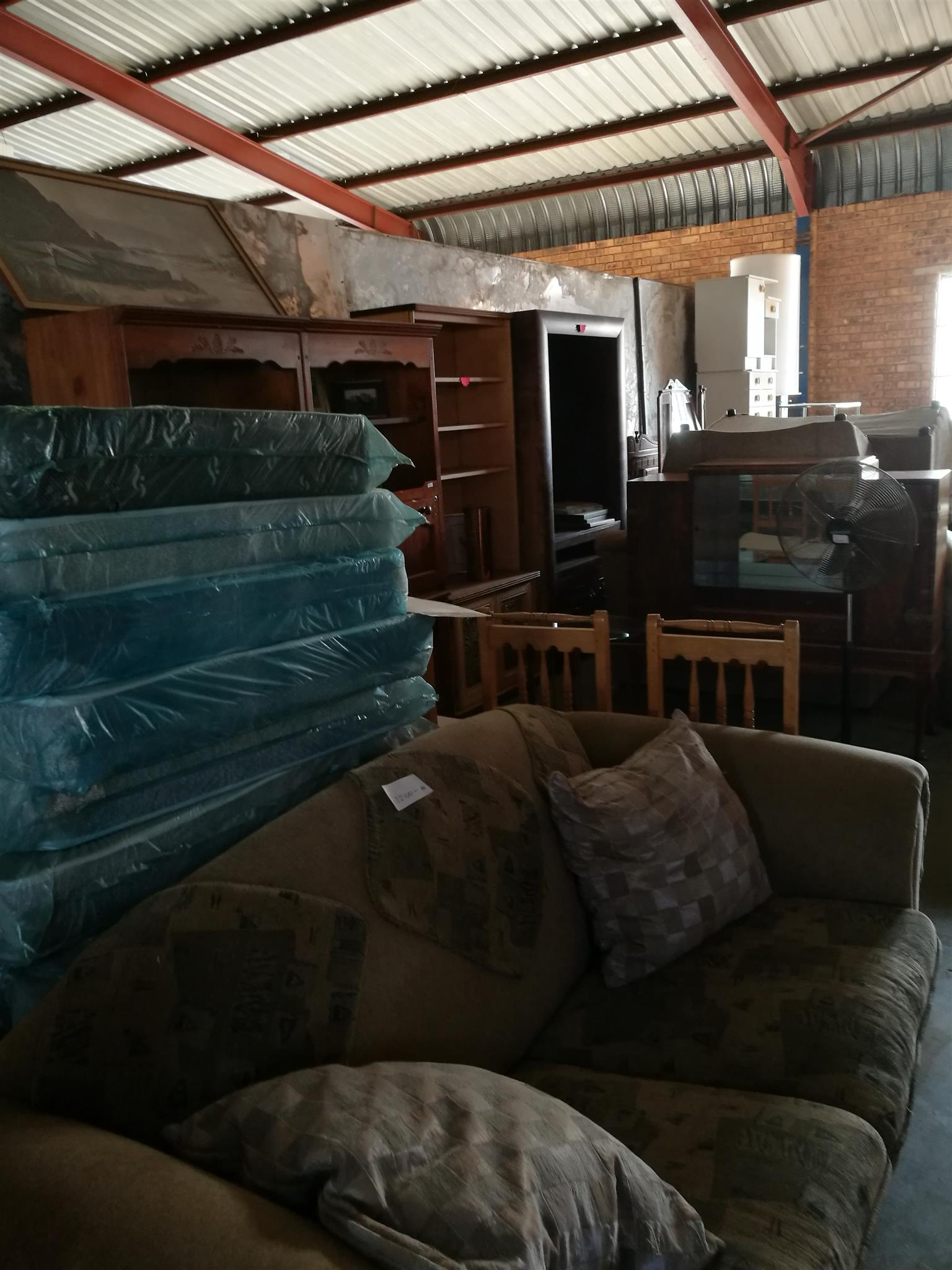 Are you emigrating, semigrating or downsizing? I buy complete household contents. For fast friendly service. 082 893 5338.