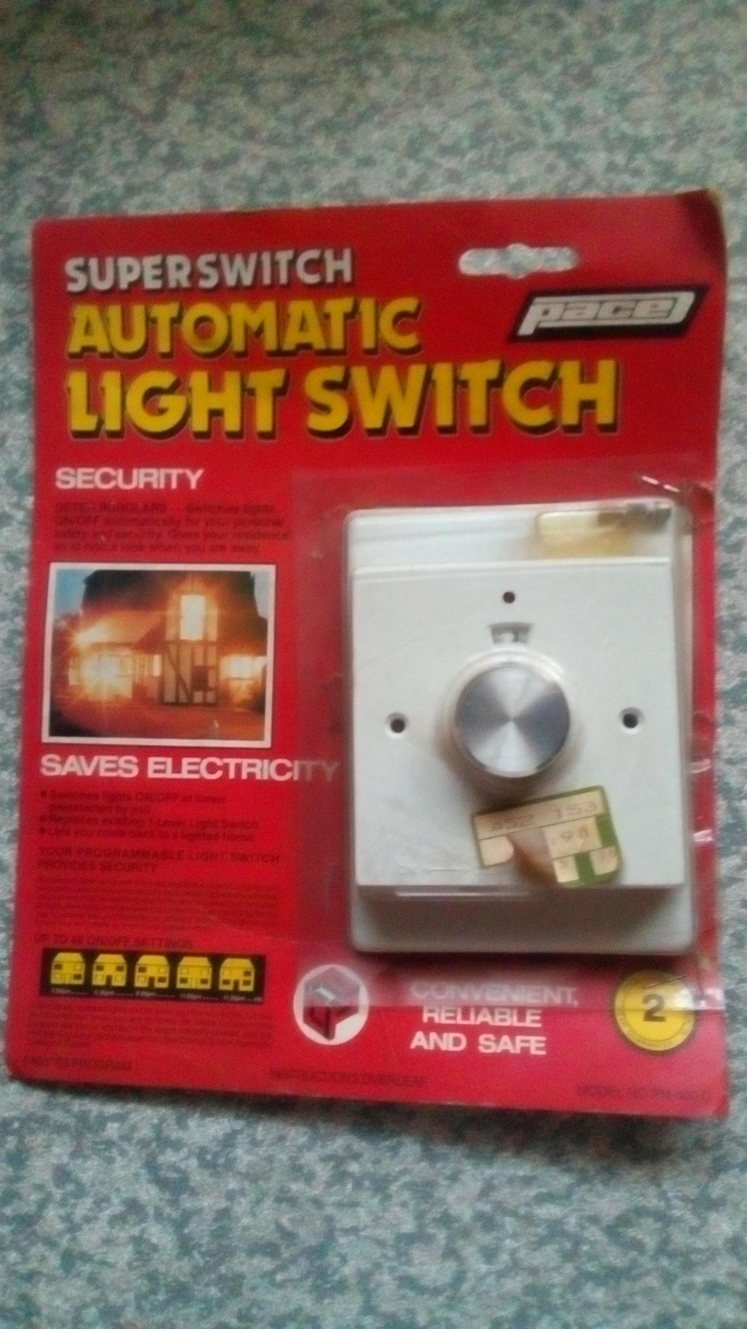 Pace Automatic light switch