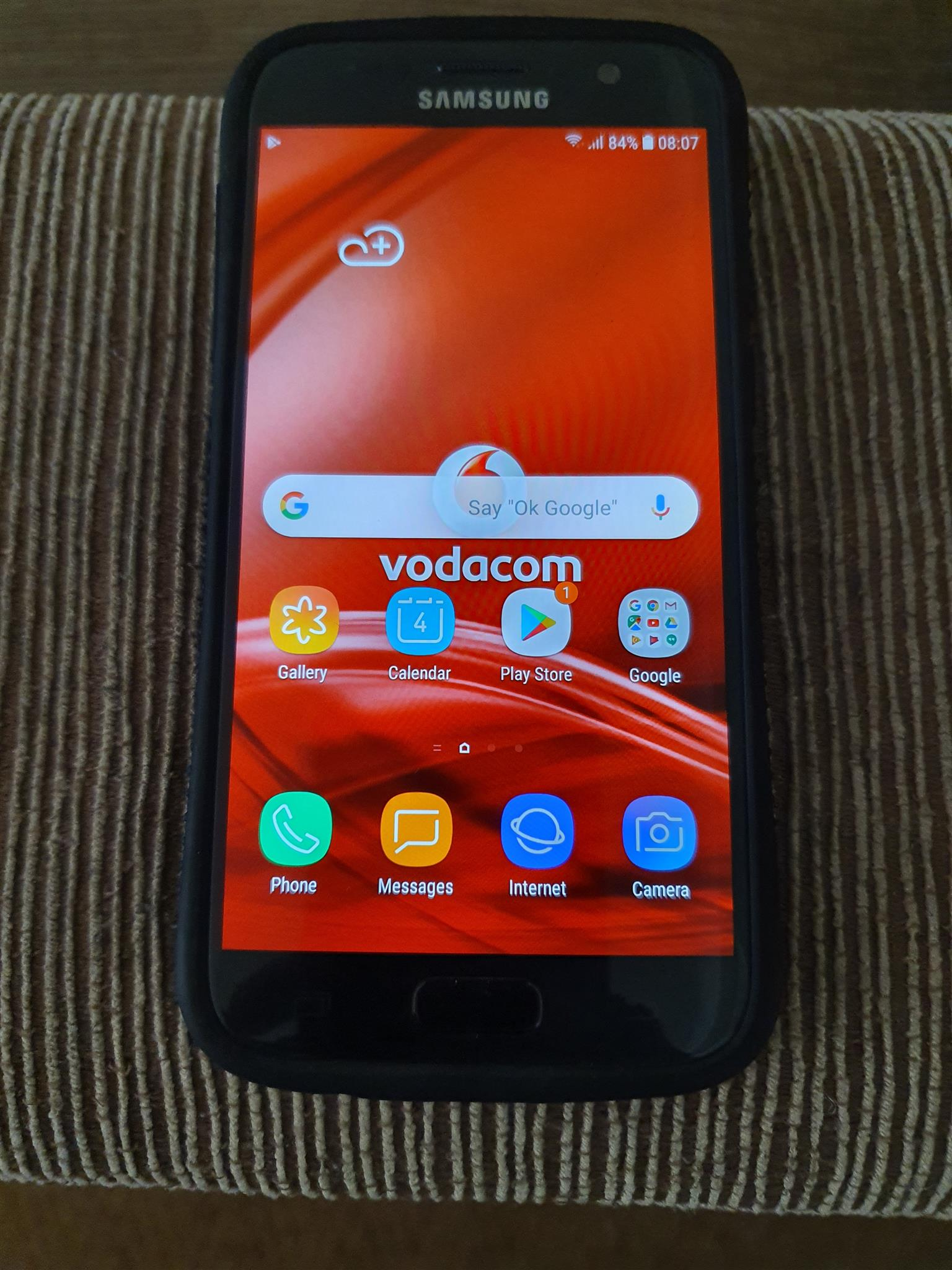 Samsung Galaxy S7 32GB --- Like New! with TWO free covers!