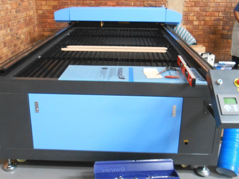 LC2-1325R/M150 TruCUT PRO Performance Range 1300x2500mm Flatbed, Front Section Motorised