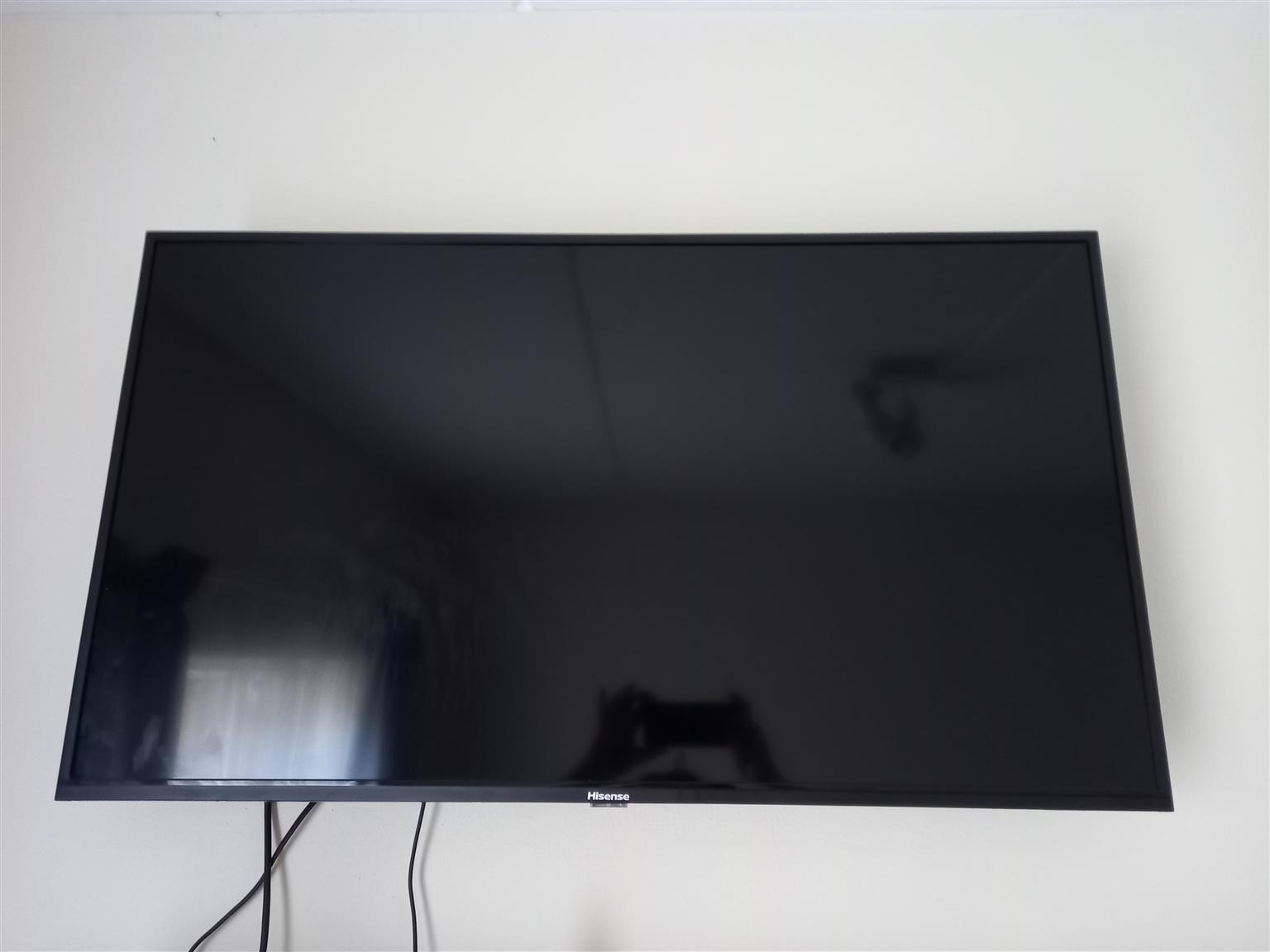 40inch TV, bracket and dstv dish with LMB for Sale