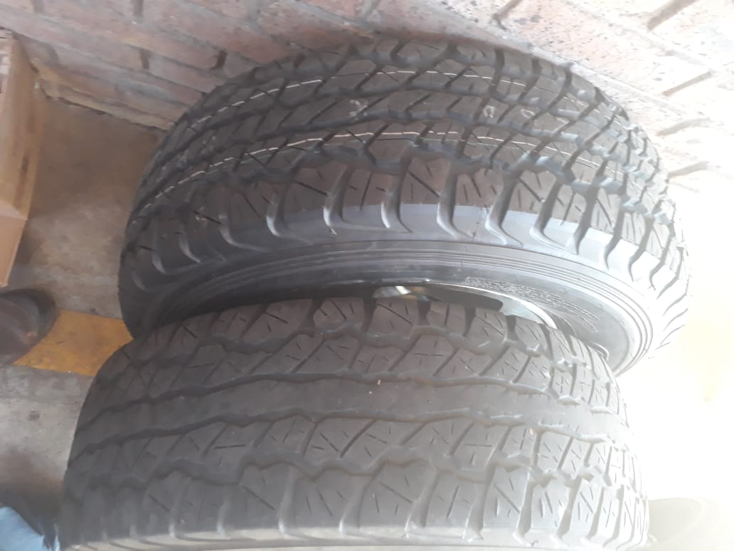 3 x Toyota Landcruiser standard rims with tyres