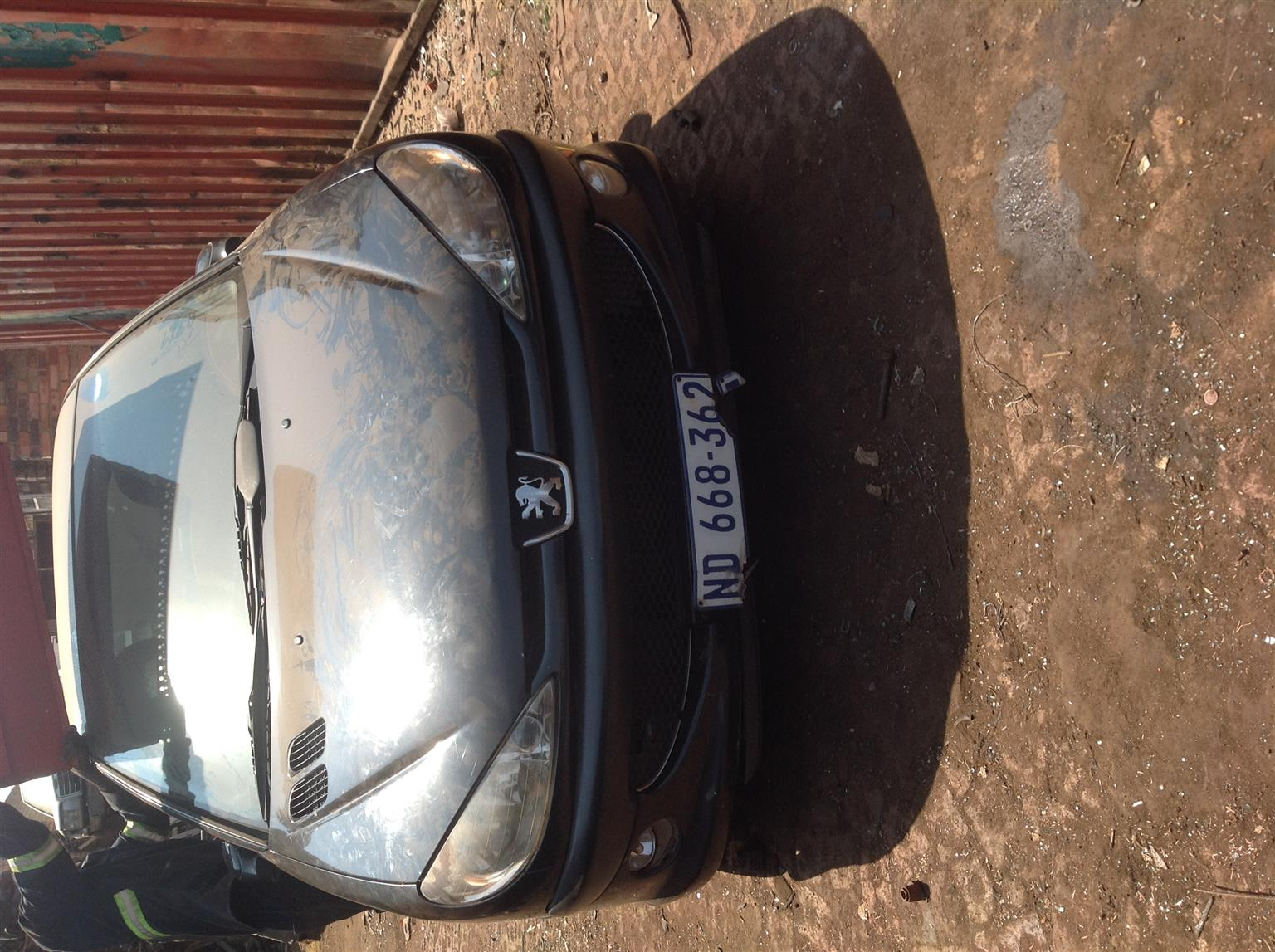 Stripping Peugeot 206 2007 for Spares