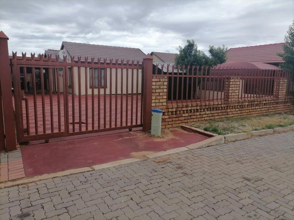 House For Sale in Soshanguve