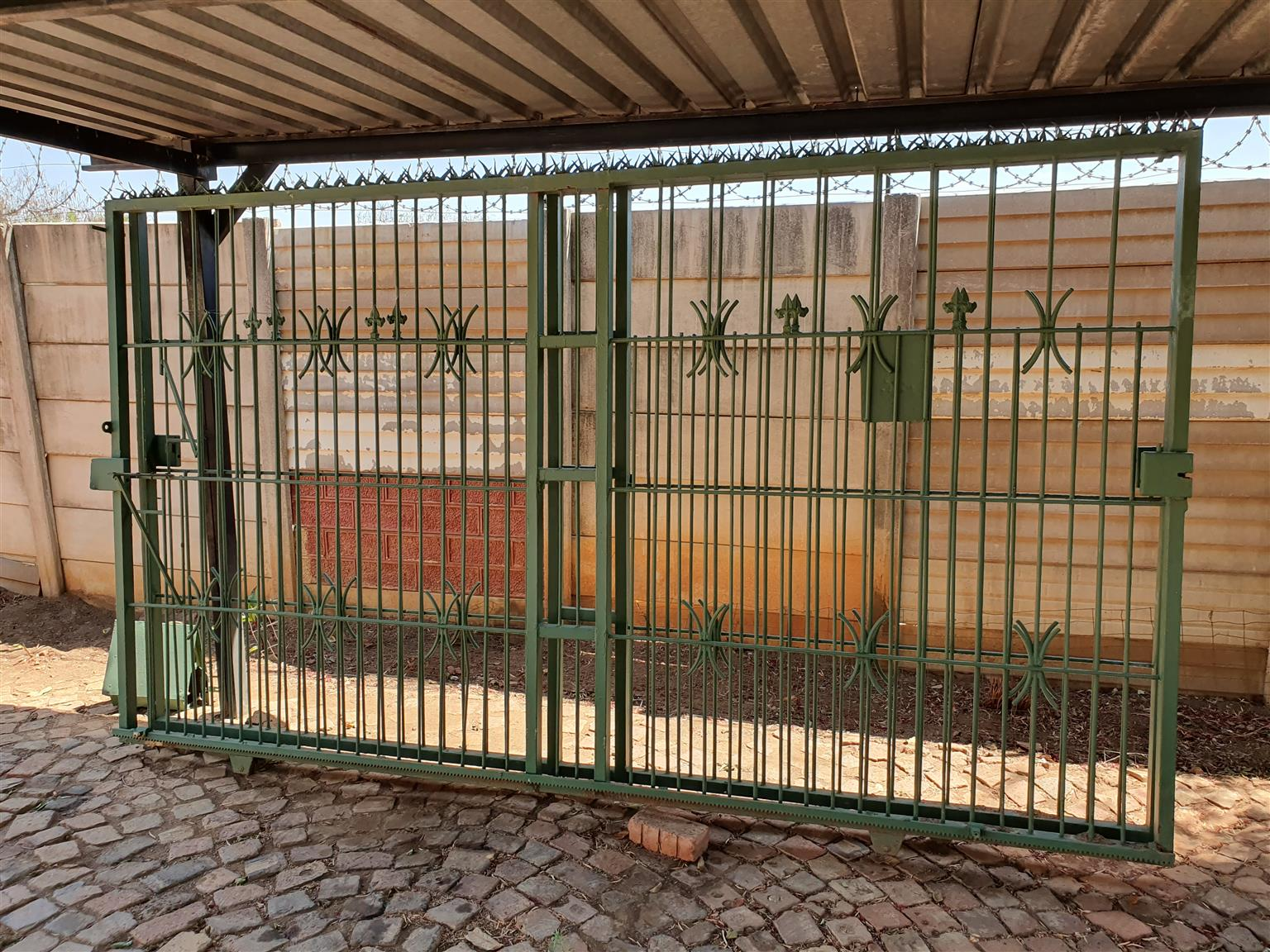 Steel sliding gates ×2