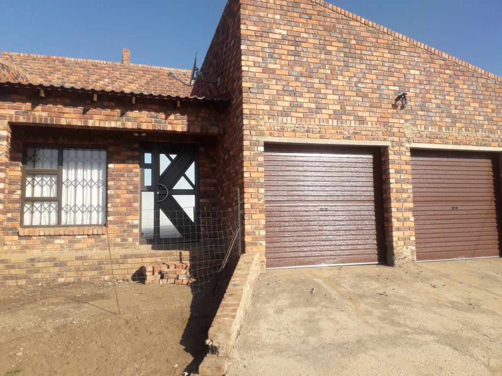 WELL LOCATED FAMILY HOME -LOTS SPACE IS WHAT YOU LOOKING FOR.....