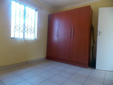 Cosmo City 2bedroomed house to rent for R4500 tiled no built ins and stove BATHROOM AND KITCHEN