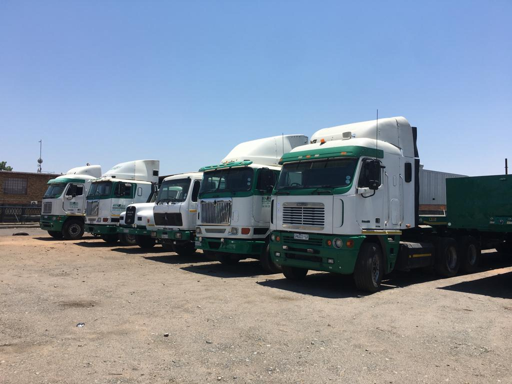 ATTENTION TRUCKERS!! CLEARANCE AUCTION OF TRUCKS, TRAILERS, FLATBEDS, FORKLIFTS AND MORE!!