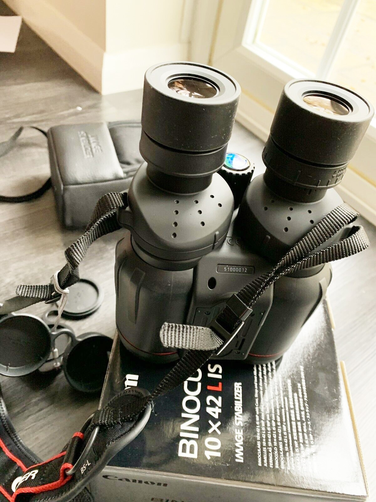 Canon Binoculars 10x42 L IS WP Image Stabilized - Barely Used.