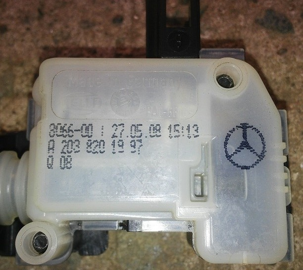 Mercedes Benz  A-Class    Fuel Flap Release Actuator  W169    (P.no A2038201997).