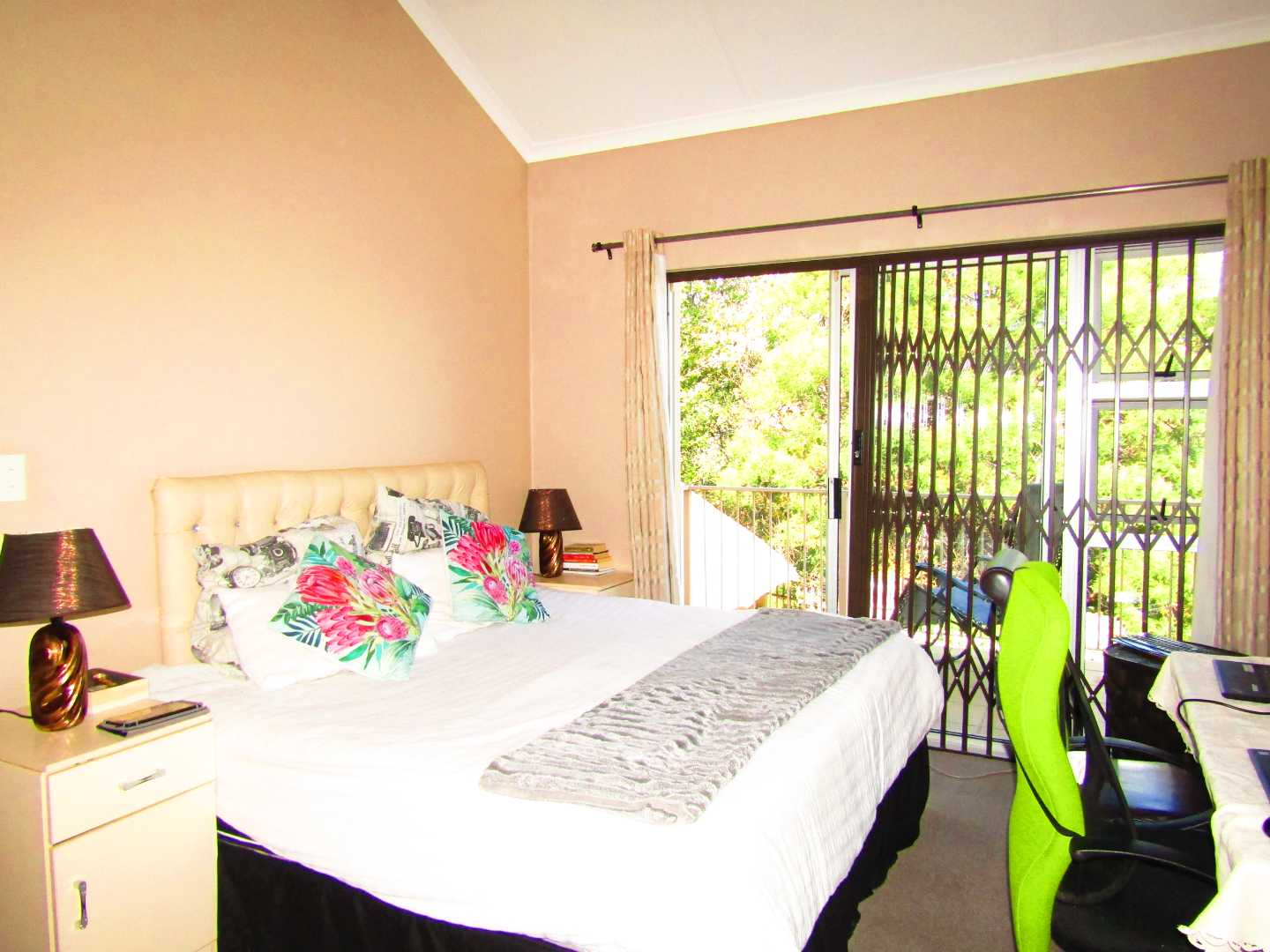 Townhouse For Sale in Halfway Gardens