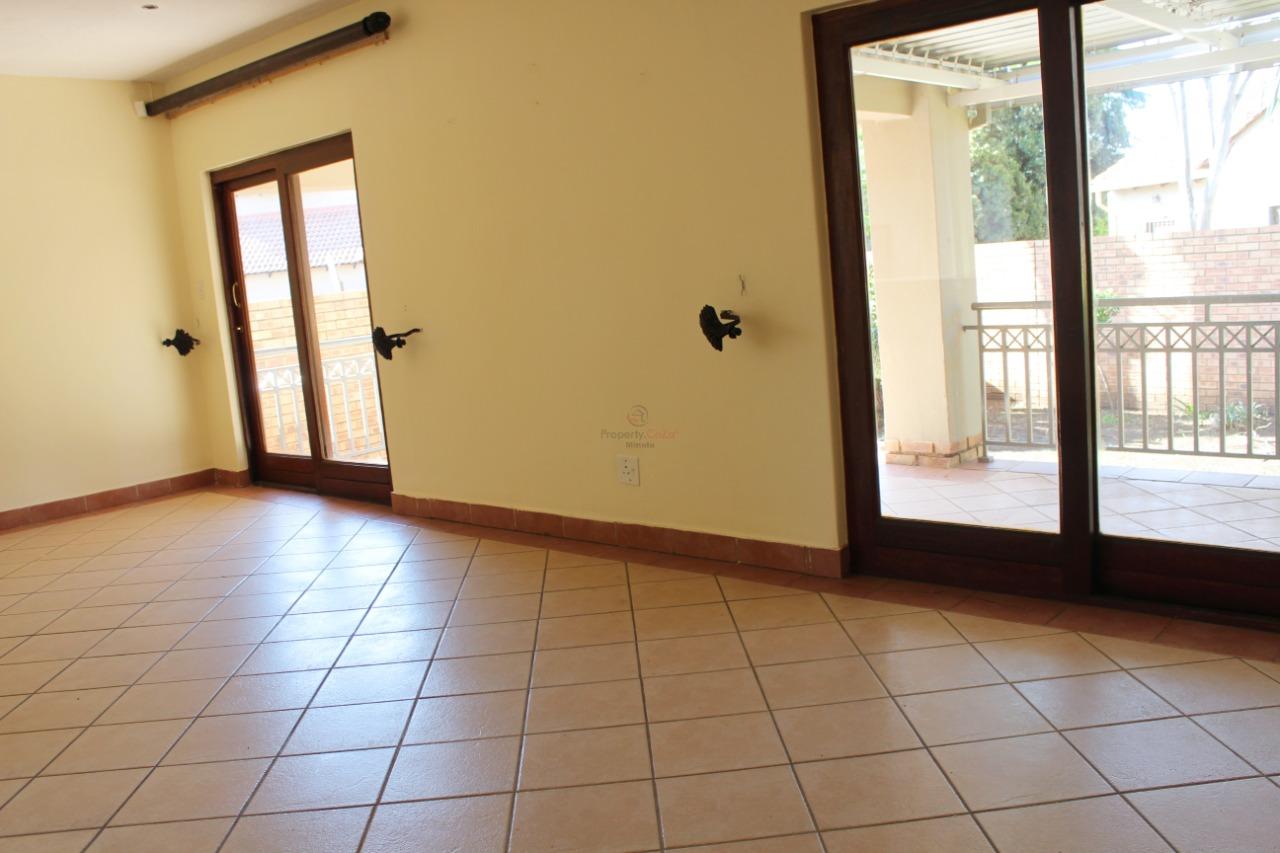 4bedrooms 2 Garage town house