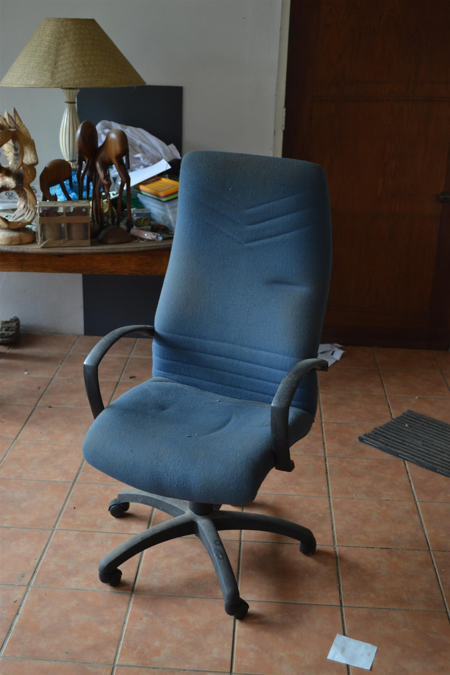 Luxurious chair on castors. Adjustable. Used but in good condition.