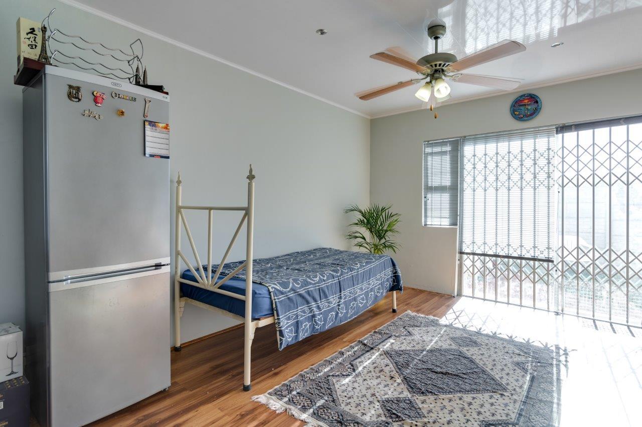 Modern bedroom townhouse avail in de tuin brackenfell for