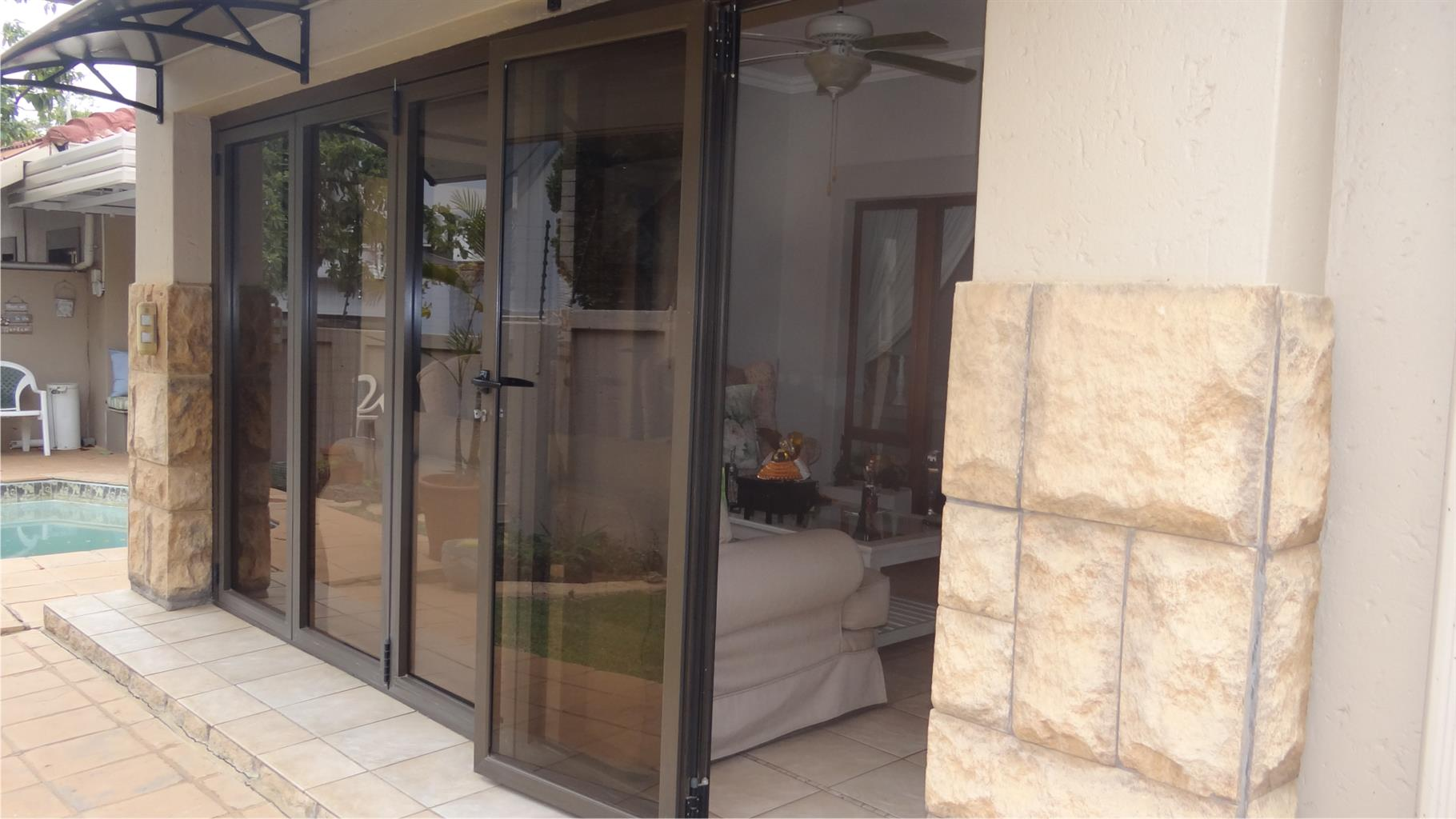 A modern townhouse on auction in Six Fountains Residential Estate!