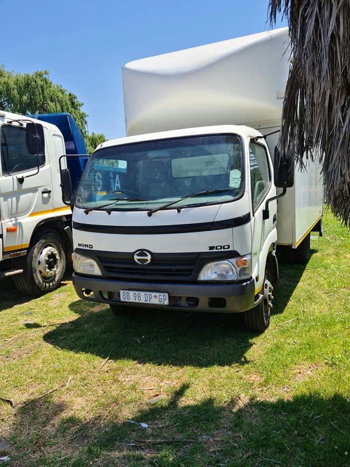 2011 Hino 300, 714 Volume Bin truck for sale