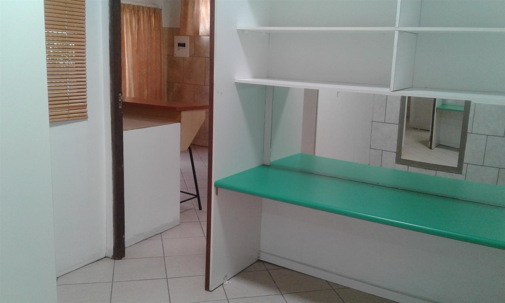 GARDEN FLAT, TWO BEDROOMS, AFFORDABLE, GOOD SECURITY, PET FRIENDLY, CLEAN, TWEE SLAAPKAMERS, TUINWWONSTEL