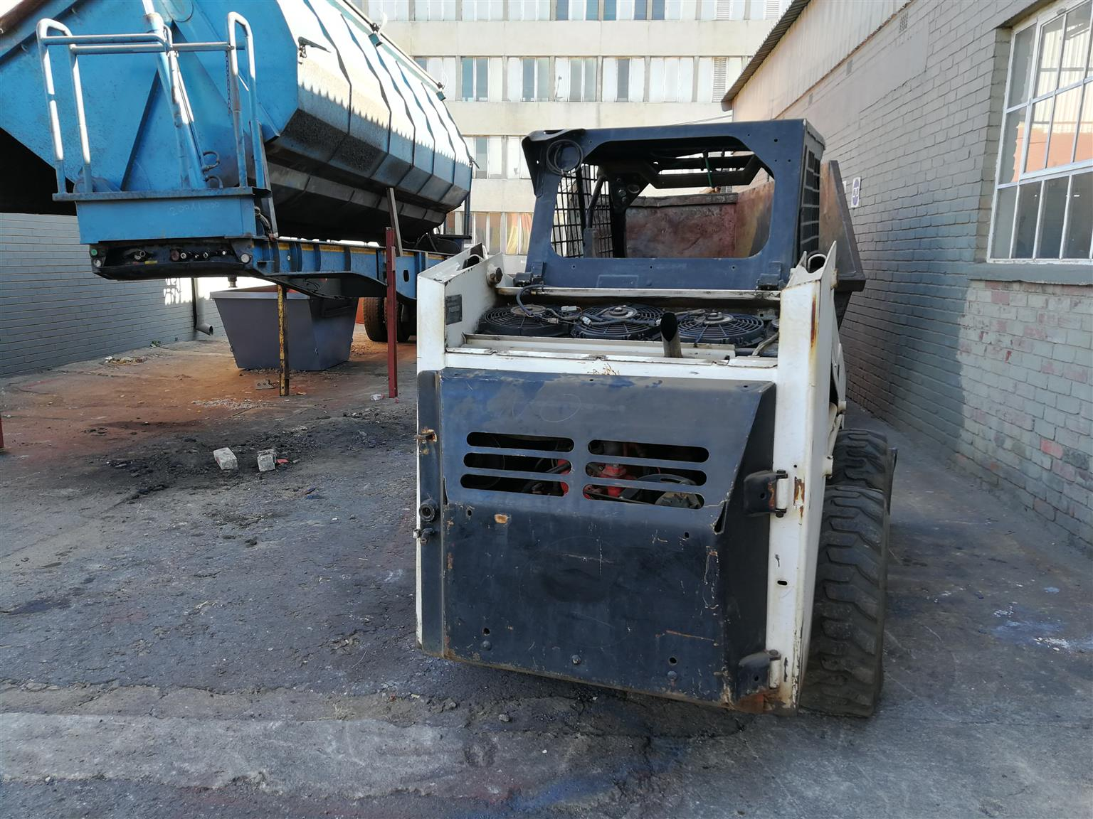 BOBCAT FOR SALE CALL US ON 0797279774(0119141035)
