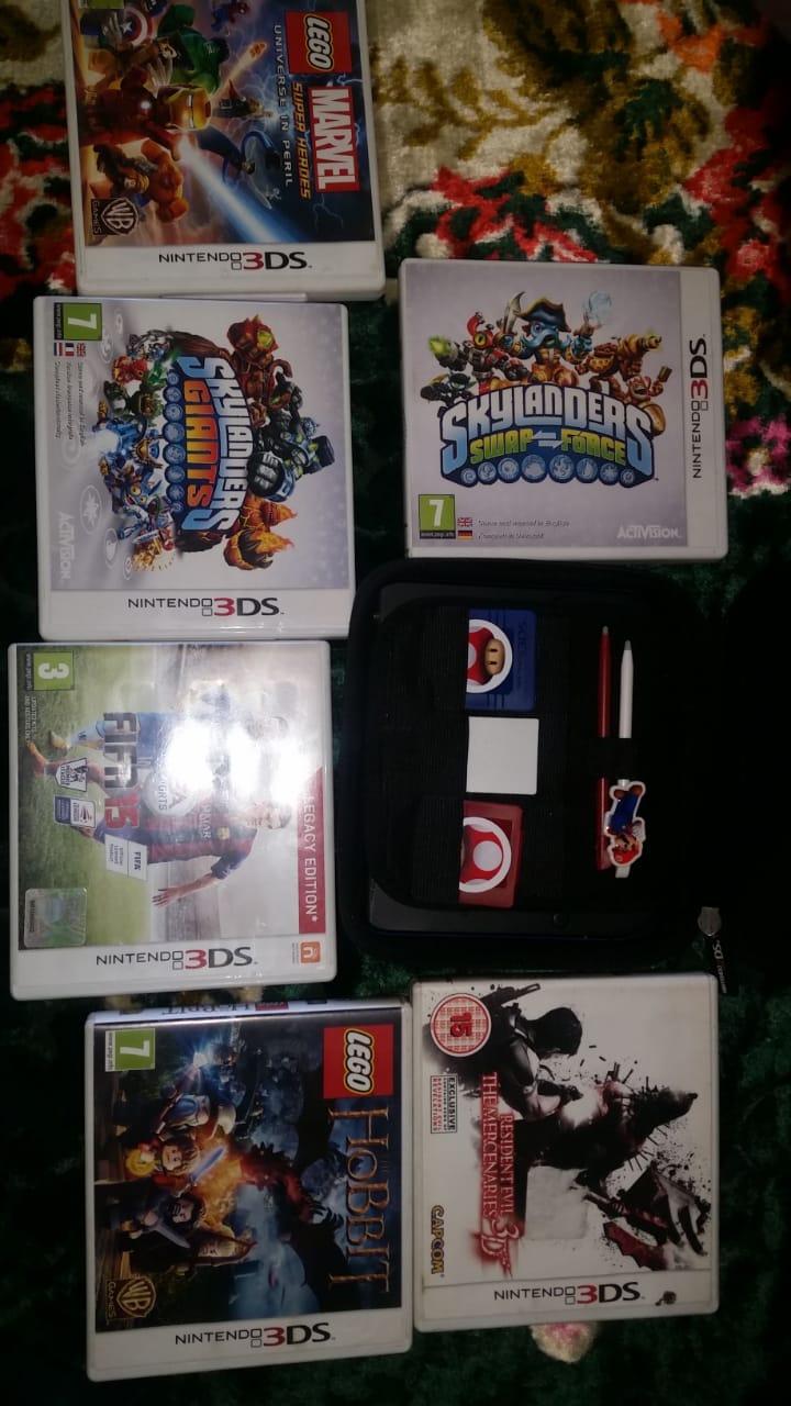Nintendo 2DS Console + 7 Games