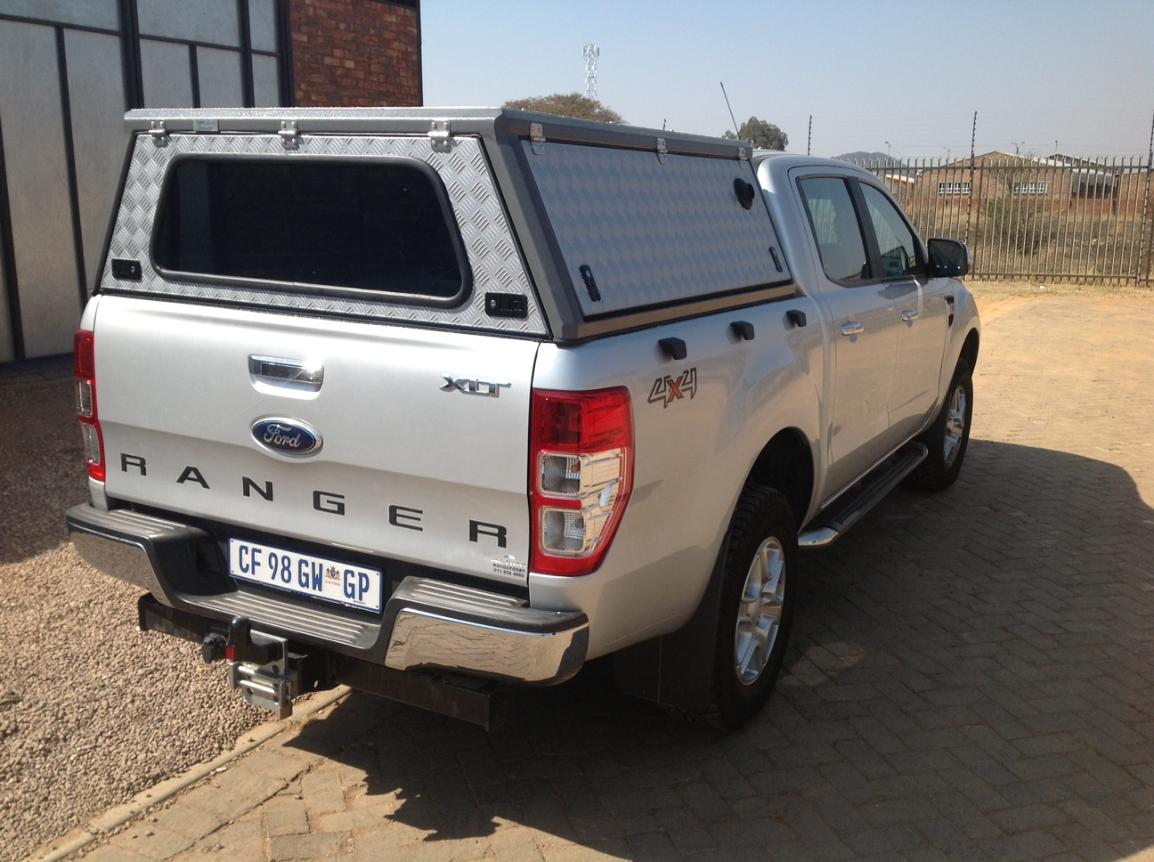 3 Door ALU Canopy for a Ford Ranger D/Cab