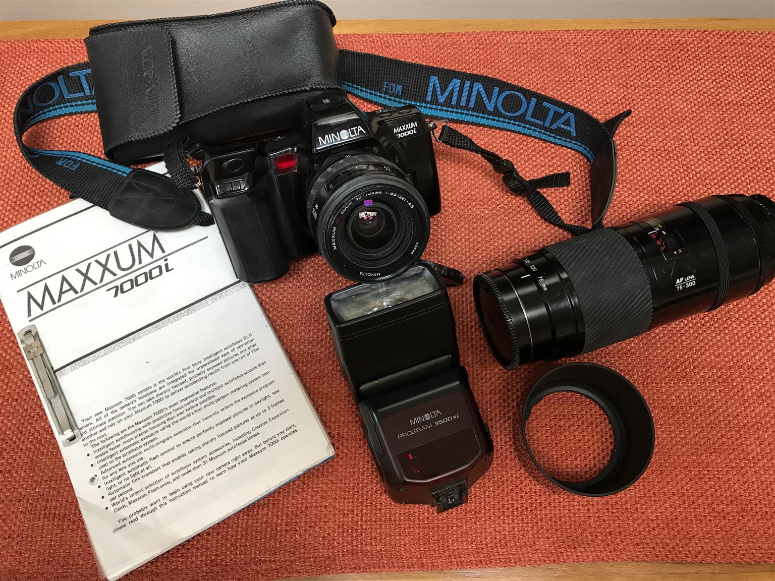 Minolta Maxxum 7000 - plus lenses and flash